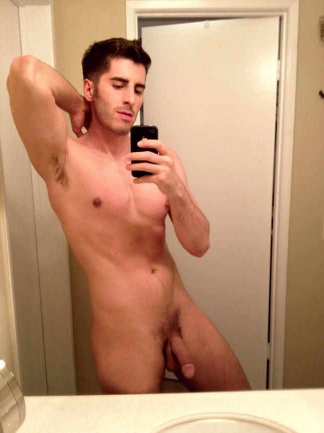 guy-nude-selfies