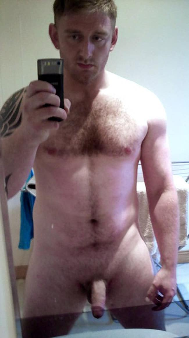 Strong Fella Showing Off His Soft Penis - Nude Men Selfies